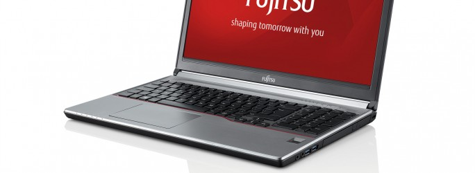 fujitsu-30491_LIFEBOOK_E754_-_right_side__with_reflection__branded_screen_lpr