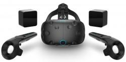HTC Vive mit Controllern (Bild: HTC)